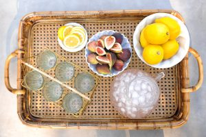 Tray with figs and lemons