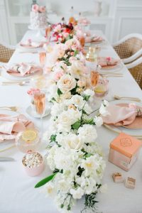 ombre floral arrangment on valentines table