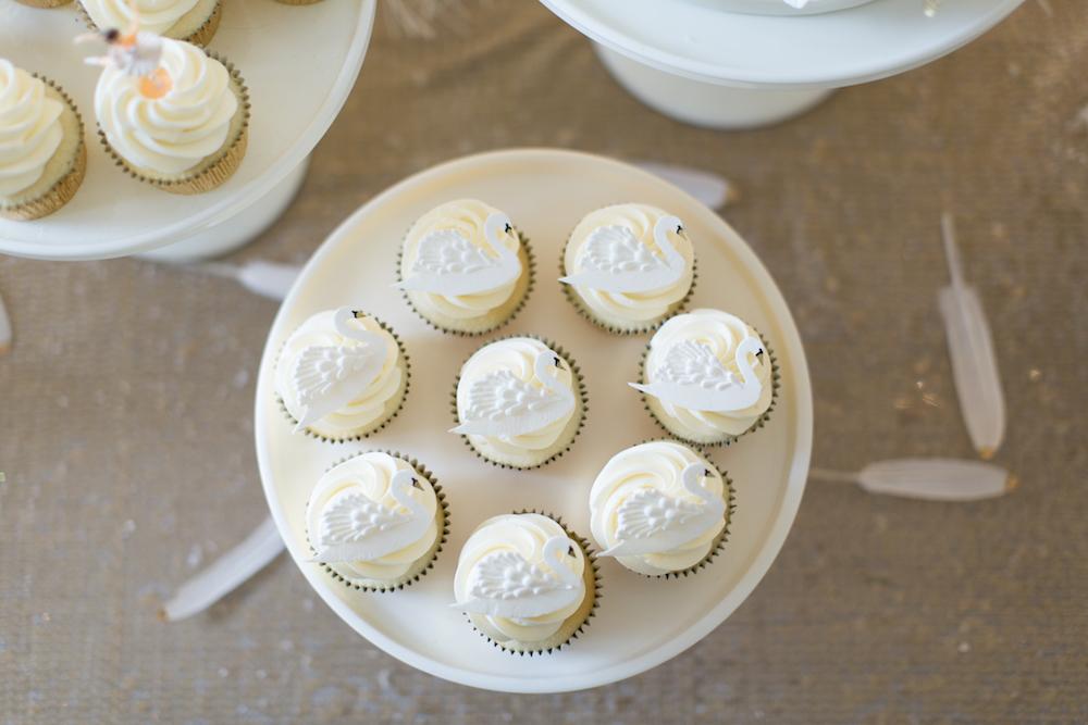 swan cupcakes