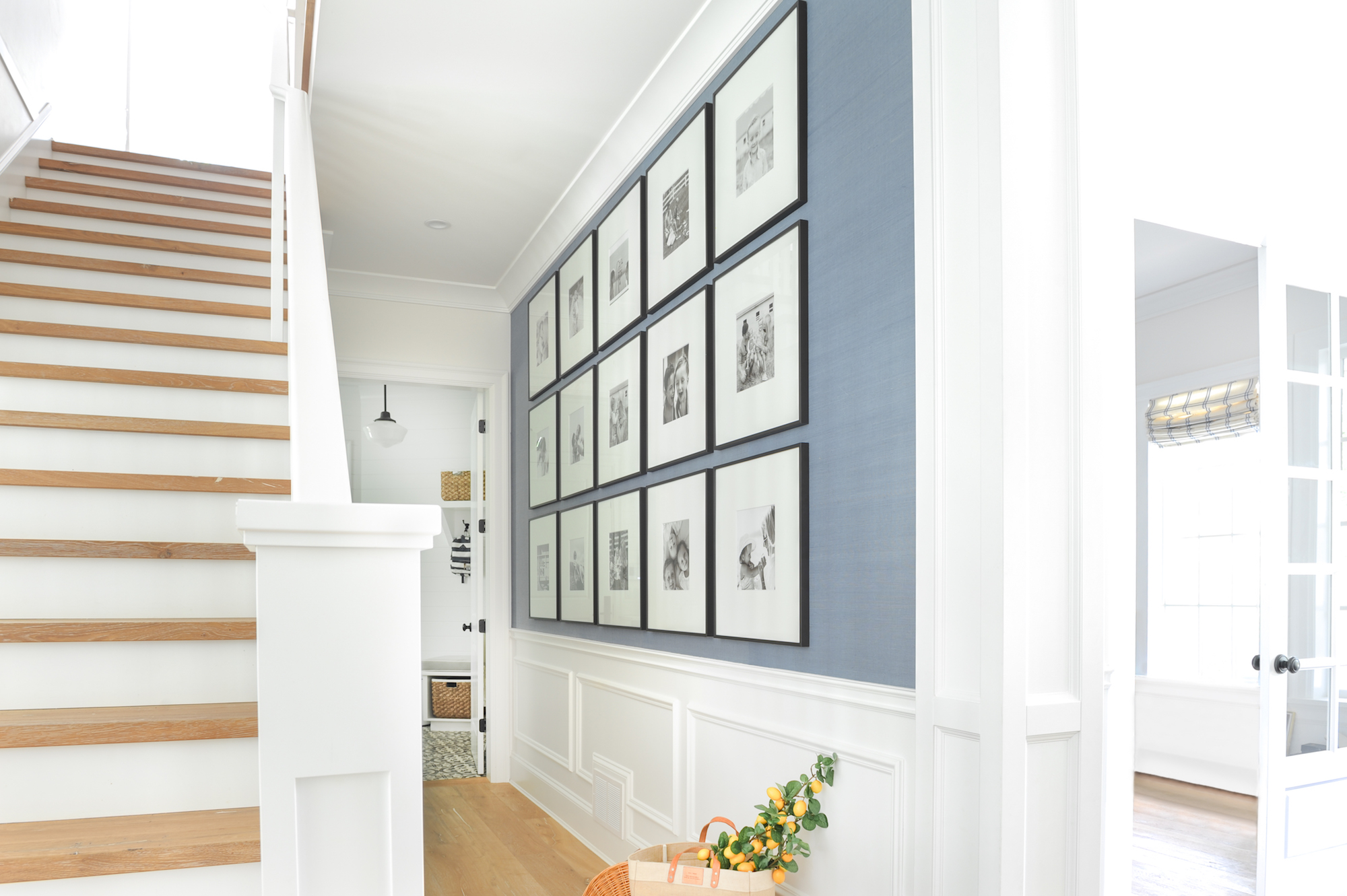 home gallery wall how to choose the perfect style of gallery wall frames. Black Bedroom Furniture Sets. Home Design Ideas