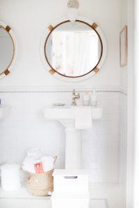 coastal bathroom with pedestal sink