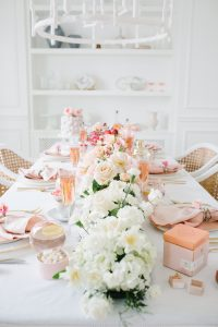 ombre floral arrangment on tabel