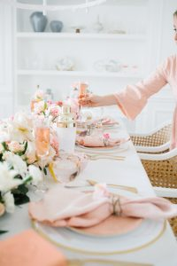 Pretty floral table with pinks