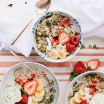 Pretty oats with coconut and berries