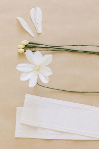 how to make crepe paper daisy