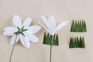 finishing of crepe paper daisy